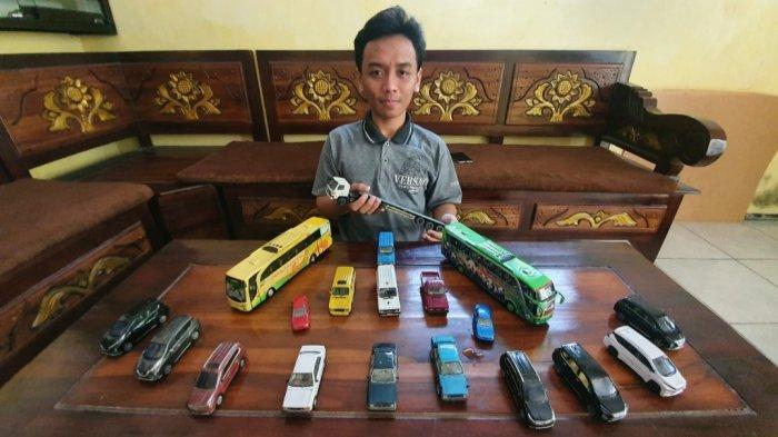 Perajin Miniatur Mobil Asal Pasuruan Dapat Apresiasi Menteri Sandiaga Uno