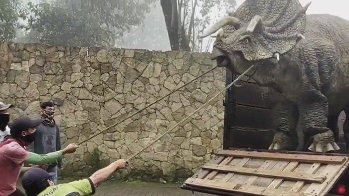 Mengenal Mojosemi Forest Park, Tempat Wisata yang Viral Gara-gara Video Dinosaurus Turun Dari Truk