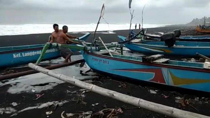 Waspada Plesiran Di Pantai Selatan Cuaca Buruk Ombak Setinggi 4 Meter Mengintai