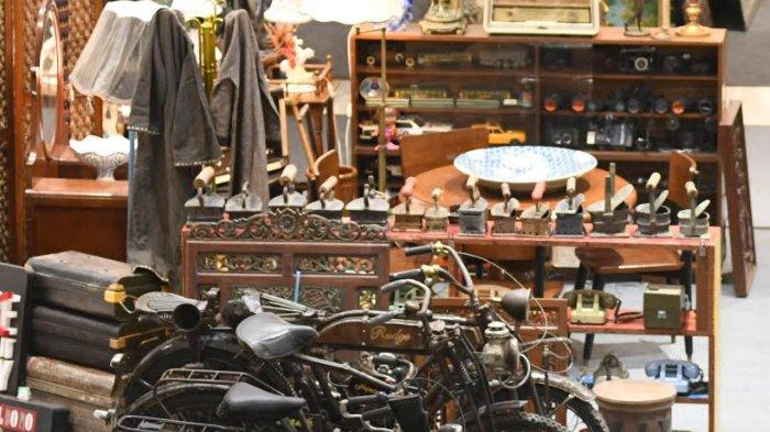 Beragam Barang Antik dan Kuno Mejeng di Atrium Ciputra World Surabaya