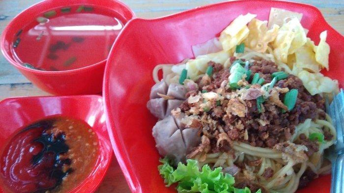 Kedai Pangsit Mi Ayam Bang Jay  Soal Rasa Dan Harga Jadi Jujugan Mahasiswa