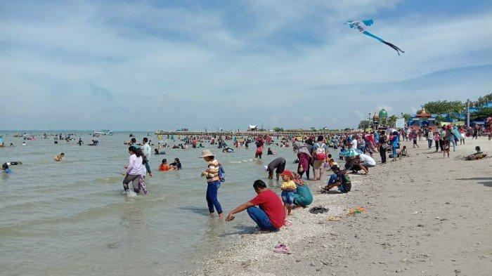 Wisata Pantai Dalegan, Gresik, Jadi Favorit Warga Sekitar Menghabiskan Liburan