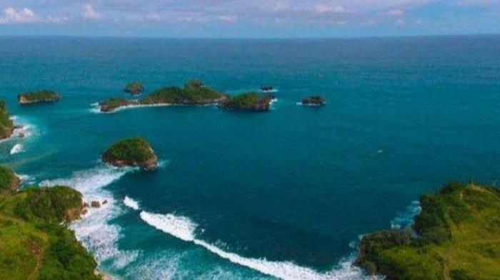 Pantai Peh Pulo di Blitar, Versi Miniatur Raja Ampat di Papua
