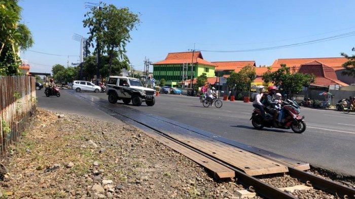 Perbaikan Lintasan Rel KA di Jalan  Wonokromo Jalan Putar Di Bawah Fly Over Mayangkara Di Tutup