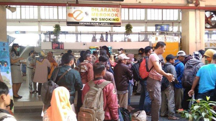 Wajib Cuci Tangan Sebelum Masuk Ke Area Ruang Tunggu Terminal Purabaya