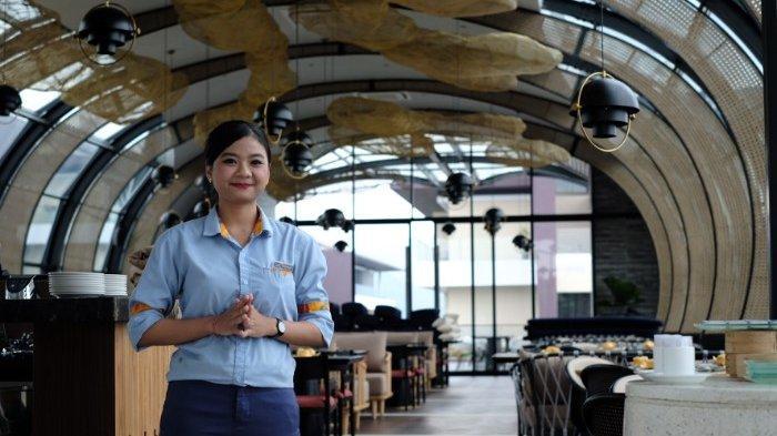 Sky Dome Lounge &Bar; Golden Tulip Holland Resort Batu, Makan Sambil Menikmati Pemandangan Kota
