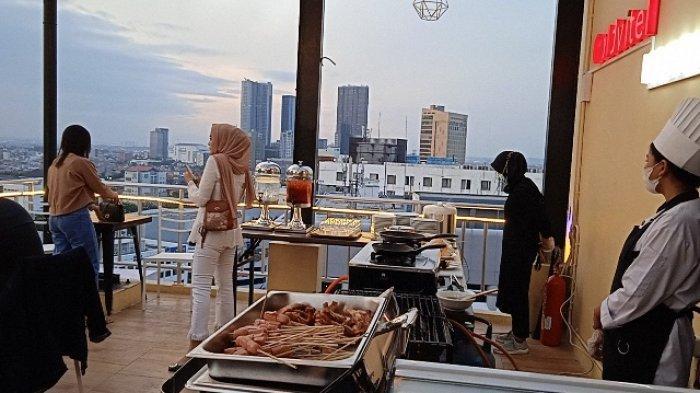 Menikmati Malam Kota Surabaya Sambil BBQ an Di Sky Lounge 147GoldVitel Hotel