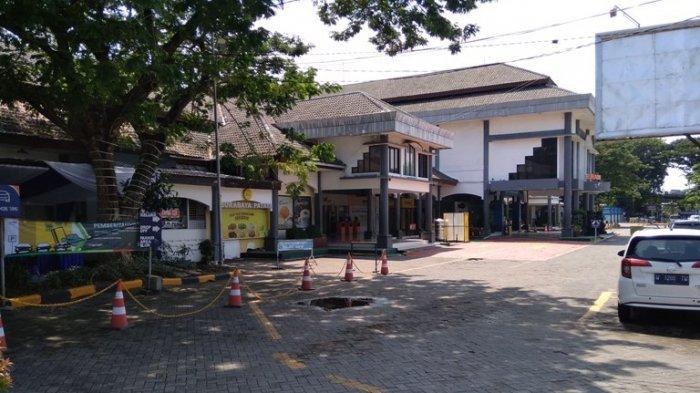 PSBB dan Larangan Mudik Stasiun Gubeng Makin Sepi, PT KAI Batalkan Lagi 30 Perjalanan KA Lokal