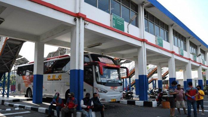 Terminal Purabaya Awali Hari Pertama Setelah PSBB Penumpang dan Bus Mulai Masuk Terminal