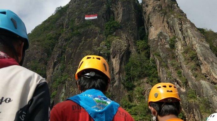 Pemanjat Tebing Bentangkan Sang Merah Putih Raksasa Di Tebing Sepikul Trenggalek
