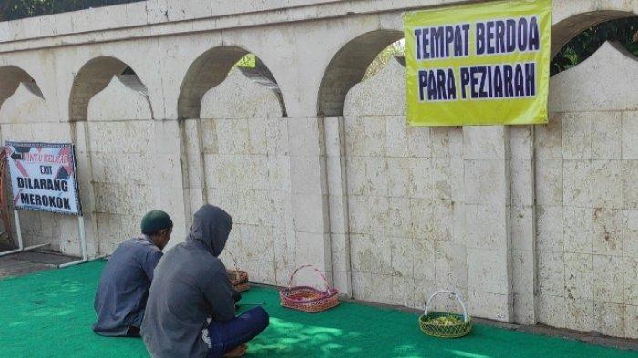 Tarik Wisatawan Pedagang Suvenir Siapkan Tempat Berdoa di Luar Area Makam Bung Karno