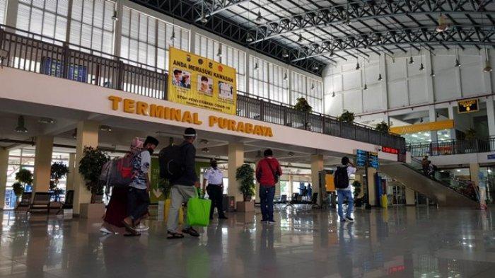 Penumpang Bus Di Terminal Purabaya Dan Osowilangun Pada PPKM Darurat Tinggal 20 Persen