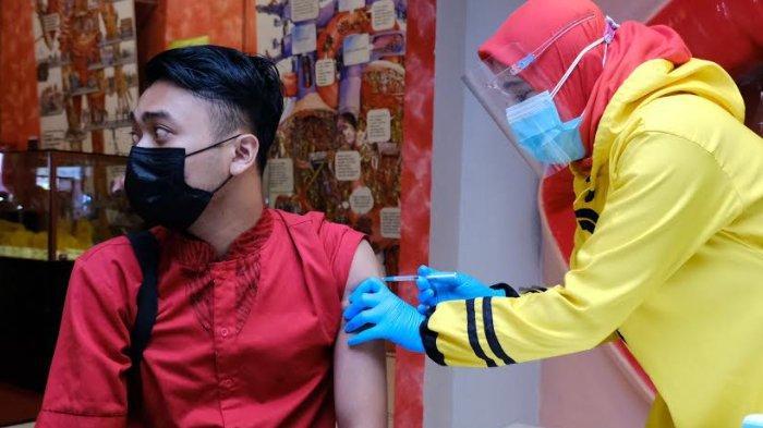 Pelaku Usaha Pariwisata di Kota Batu Disuntik Vaksin Covid-19