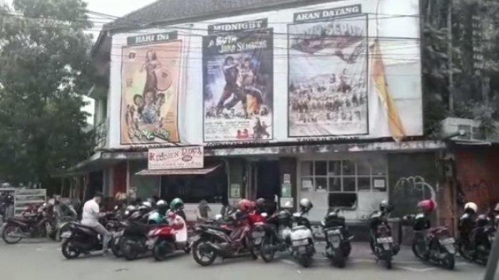 Unik Poster Bioskop Jadul Di Warkop Klodjen Djaja 1956 Malang Dikira Putar Film