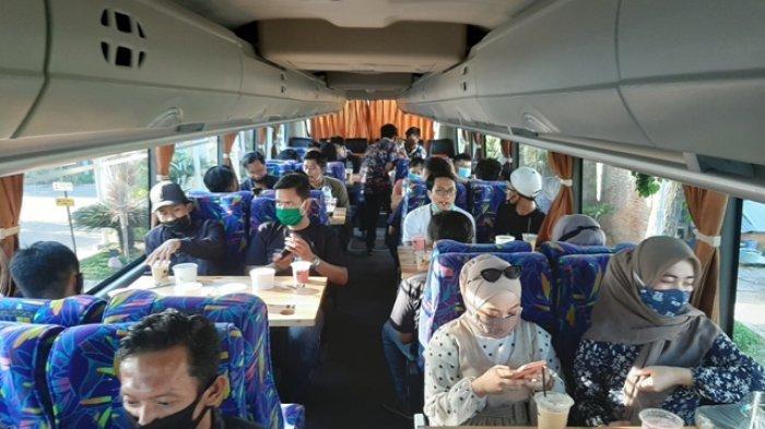 Keliling Kota Lama Gresik Dengan Bus WIsata Sambil Menikmati Kopi Di Perjalanan