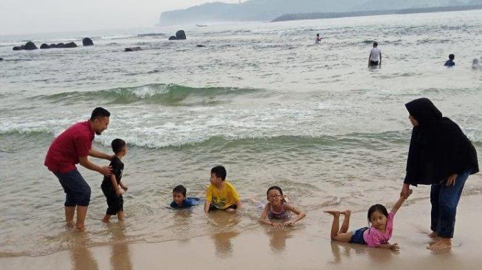 Plesir ke Pantai Tambakrejo Blitar, Makannya Lobster Asam Manis Pedas