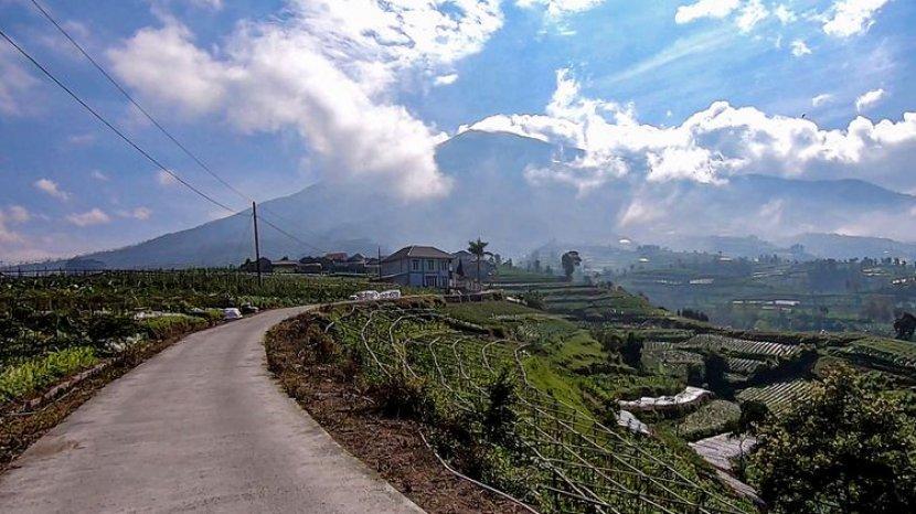 Indahnya Pemandangan Saat Melintas Di Tol Kahyangan Diapit Gunung Merbabu Dan Merapi
