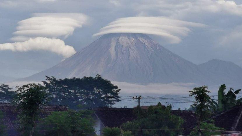 awan-topi-semeru.jpg