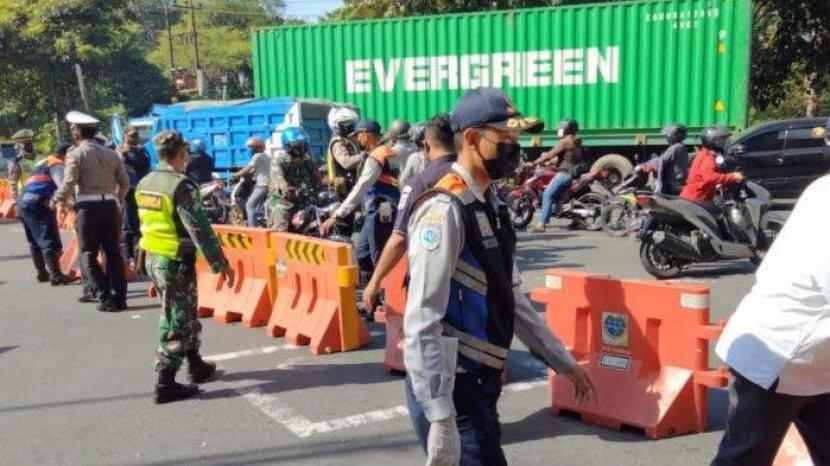 Awas Macet Akses Ke Kota Surabaya Lewat Bundaran Waru Di Tutup Total Selama PPKM Darurat