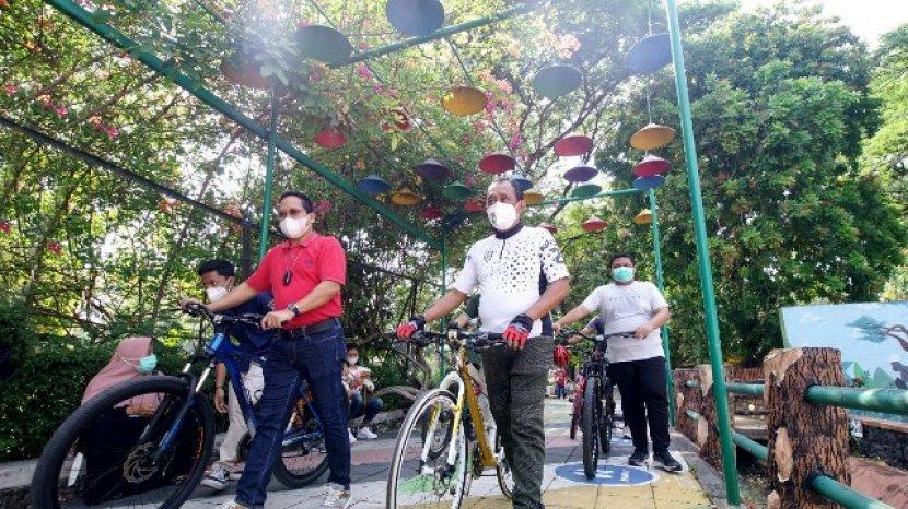 Gowes To Zoo Awali Dibukanya Kembali Kebun Binatang Surabaya