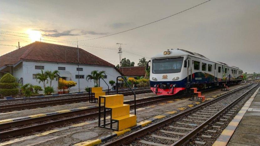 Penumpang KA Lokal Surabaya  Diperketat Khusus Pekerja Kritikal dan Esensial