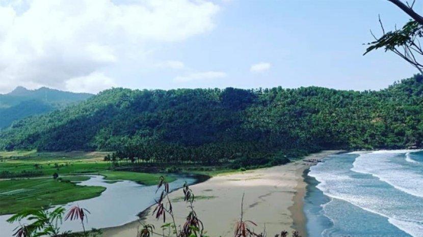 Pantai Kebo, Spot Wisata Baru yang Alami dan Eksotis di Kabupaten Trenggalek