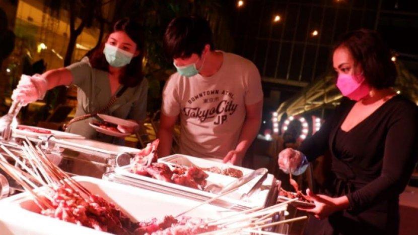 Dinner Ditemani Pemandangan Kota di Rooftop Barbecue Dinner Vasa Hotel Surabaya