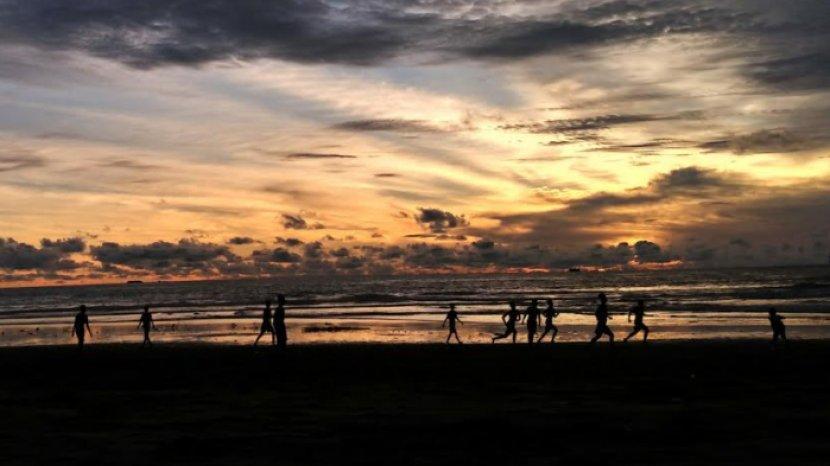 Menikmati Syahdunya Matahari Tenggelam di Pantai Konang Trenggalek