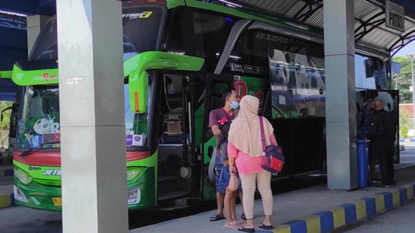 Hari Pertama Bus Beroperasi Kembali, Terminal Seloaji Ponorogo Mulai Ramai Penumpang