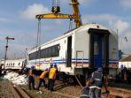 evakuasi-gerbong-kereta-anjlok-di-kota-malang.jpg