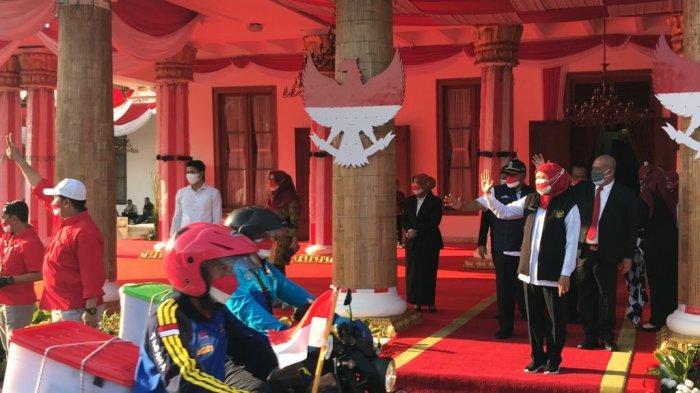 Gubernur Khofifah Bagikan Bingkisan untuk 148 Keluarga Perintis Kemerdekaan di Jawa Timur