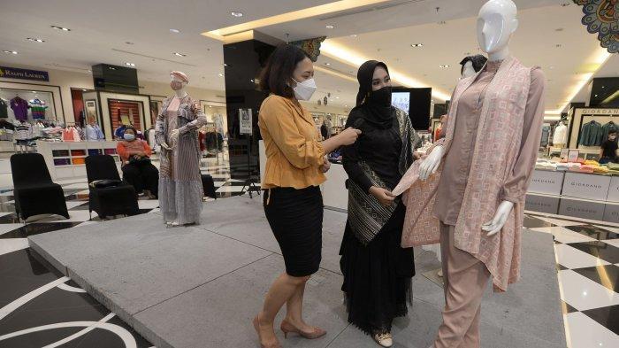 Busana Layer Berbahan Silk Paling Dicari Jelang Idulfitri, Tampilkan Kesan Simpel dan Mewah