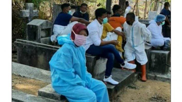 Chandra Kirana, Guru di MAN 2 Pamekasan Yang Jadi Relawan Memakamkan Jenazah Covid-19 di Pamekasan