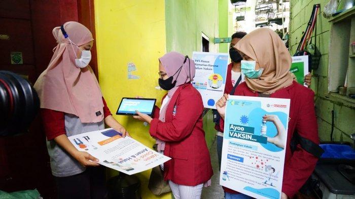 Beri Edukasi dan Voucher Token Listrik, Mahasiswa FIK UMSurabaya Jemput Warga Musiman untuk Vaksin