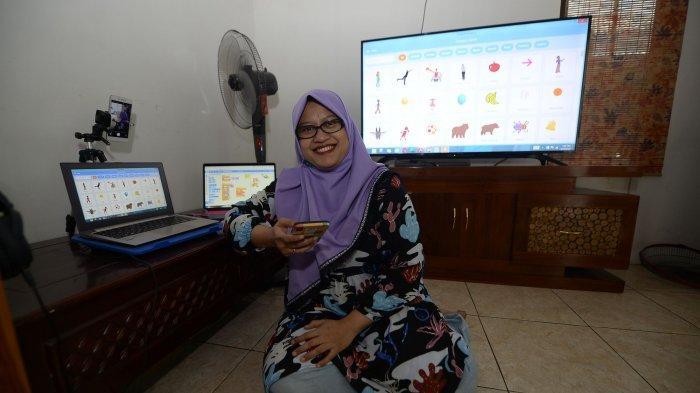 Heni Prasetyo Rini Ajak Anak-anak Bikin Game Sendiri di Kelasku Digital