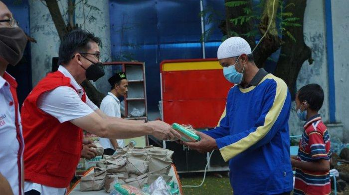 IKA Stikosa AWS, Gusdurian, dan INTI Surabaya Bagikan 200 Menu Buka Puasa