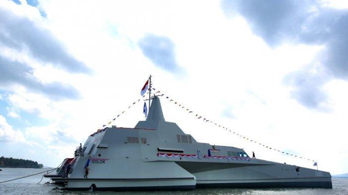 KRI Golok, buatan PT Lundin Industry Invest di Banyuwangi, Jawa Timur saat diluncurkan di galangan kapal.