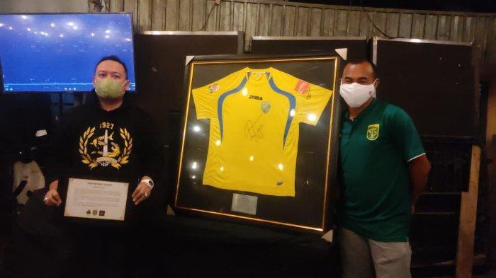 Lima Fakta Lelang Jersey Legenda Persebaya Laku Hingga Rp 130 juta