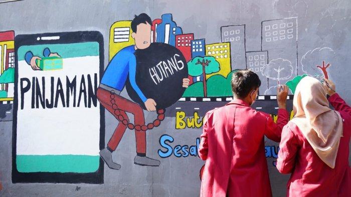 Mahasiswa UMSurabaya Kampanye Bahaya Pinjaman Online Lewat Mural