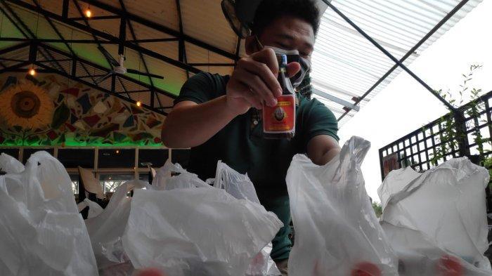 Penjual Jamu di Kawasan Elit Surabaya Tergerak Bagikan Bantuan Bagi Warga Isoman