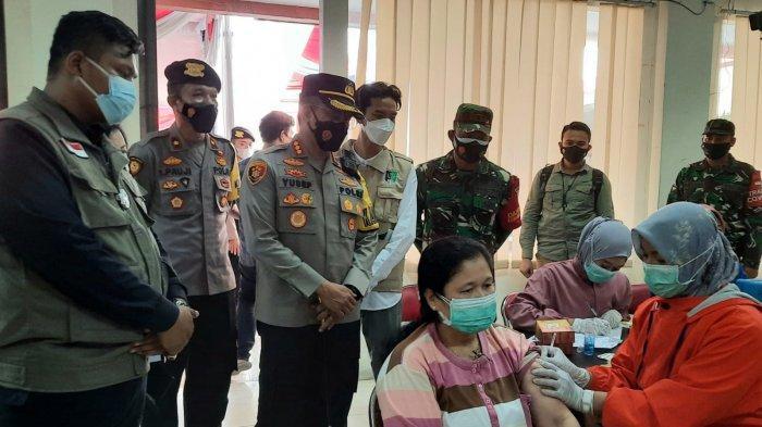 Serikat Mahasiswa Muslimin Indonesia Salurkan 2.000 Vaksin Bersama Polri Pada Warga Surabaya