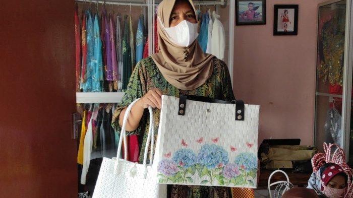 Tas Anyam Berbahan Plastik Buatan Ibu-Ibu di Madiun Tembus Pasar Ekspor