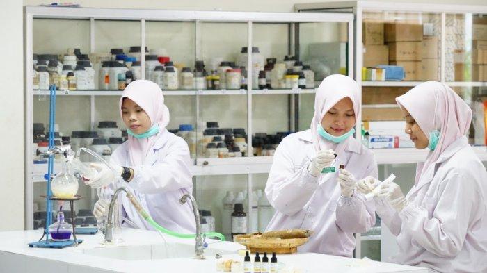UMSurabaya Berikan Beasiswa Pada Anak Perawat dan Bidan