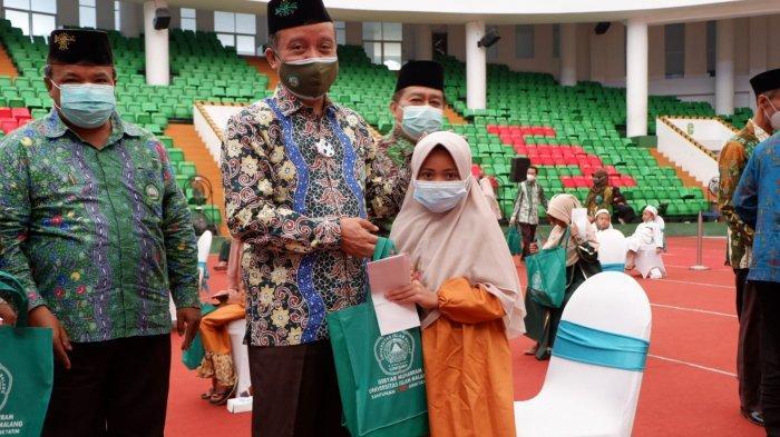 Unisma Memberikan Santunan Pada 1500 Anak Yatim Piatu Malang Raya