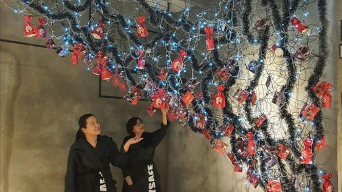 Pison Art N Fashion Foundation Peringati Natal dengan Pohon Natal Terbalik, ini Maknanya