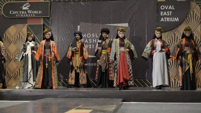 Kolaborasi Dua Bersaudara Menuangkan Keindahan Budaya Indonesia dalam Koleksi Busana