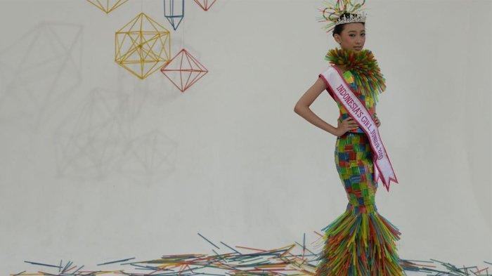 Dylla Rahma Febriani Bikin Kostum Bergaya Mermaid dari Sedotan Bekas
