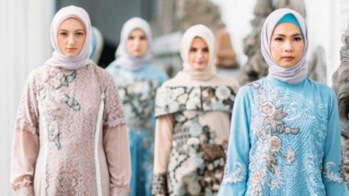 Dalam Koleksi Busana Muslimnya, Desainer Lia Afif Mempertahankan Batik Tulis
