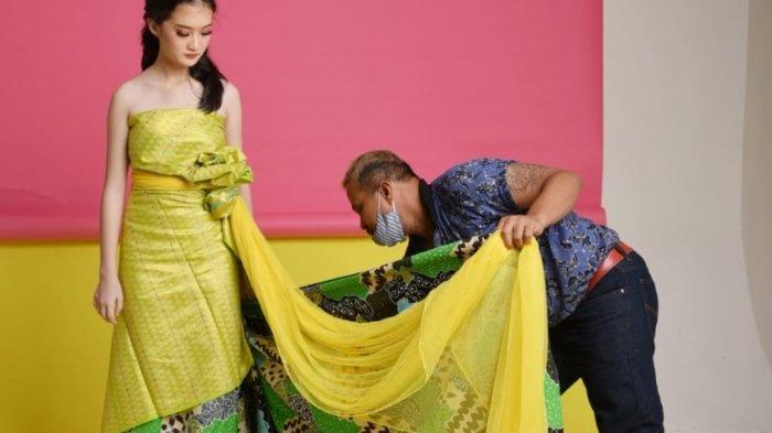Fashion Drapery Fungsikan Pemakaian Kain Etnik Tanpa Dipotong