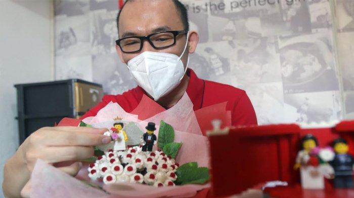 Pertama di Surabaya, Albert Kanari Bikin Hantaran Wedding dari Lego